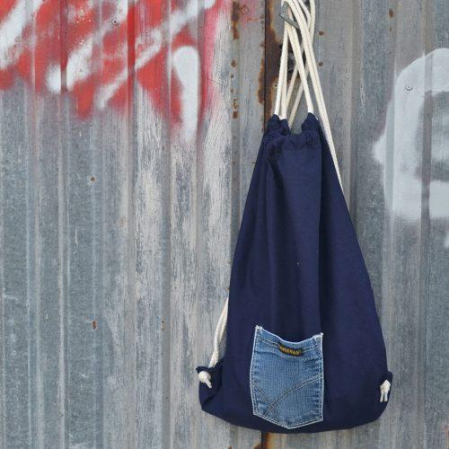 mochila-azul-bolsillo-vaquero